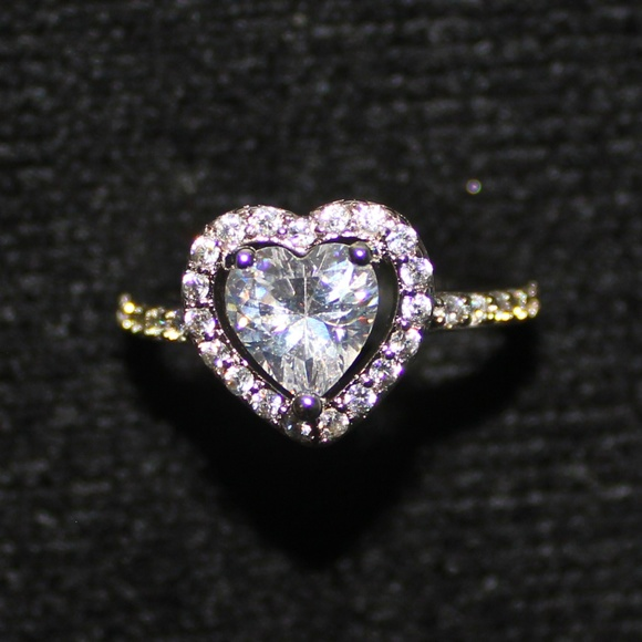 Jewelry - Sterling Silver Heart Shaped Ring Size 8